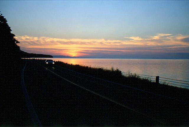 一般国道238号のキムアネップ岬は、サロマ湖の美しい夕陽、色とりどりの... 国道238号/佐呂